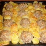"""Gaļas """"ezīši"""" ar kartupeļiem un sieru"""