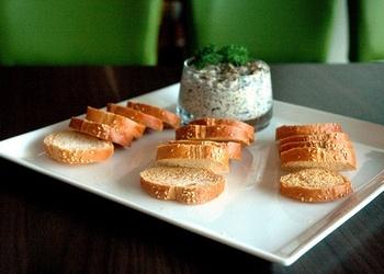 Grauzdētas maizītes ar sēņu krēmu