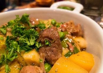 Sautēta jēra gaļa īru gaumē