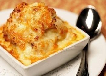 Krāsnī cepti kartupeļi ar Čedaras sieru