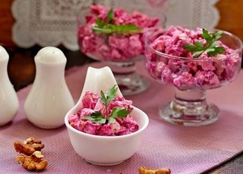 Mazkaloriju biešu salāti ar vistas gaļu