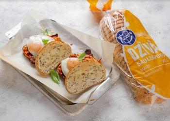 Vesels brokastu šķīvis vienā sviestmaizē – maizītes angļu gaumē