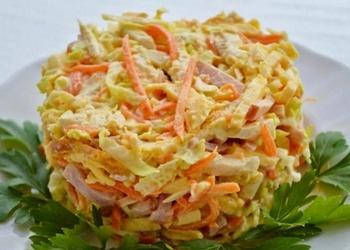 Krabju nūjiņu salāti ar Korejas burkāniem un olu