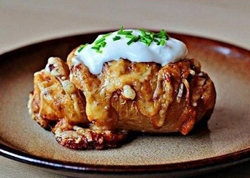 Kartupeļi ar sieru un saldo krējumu