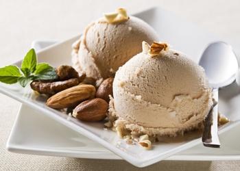 Riekstu vaniļas saldējums