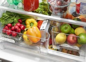 Kā pareizi kārtot ledusskapī dārzeņus un ogas, lai tie ilgāk saglabātos svaigi?
