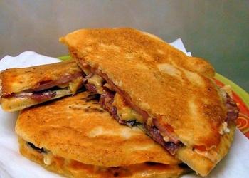 Pitas maize ar gaļas pildījumu
