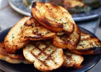 Grilētas ķiploku maizītes