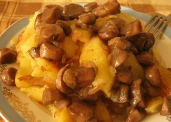 Ar svaigām sēnēm sautēti kartupeļi