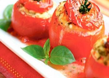 Pildīti tomāti ar rīsiem un gailenēm