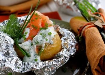 Folijā cepti kartupeļi