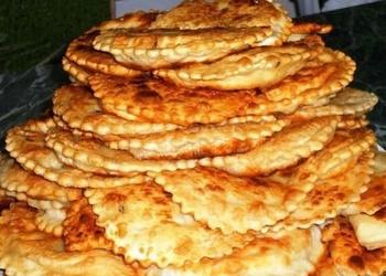 Čebureku recepte ar siera vai gaļas pildījumu