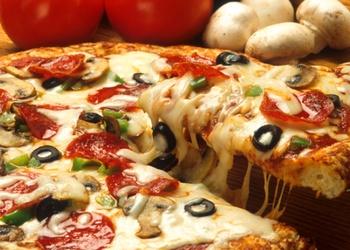 Plāna, kraukšķīga picas mīkla