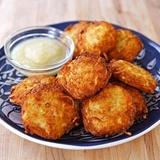 Rīvētu kartupeļu pankūkas ar rūgušpienu vai kefīru