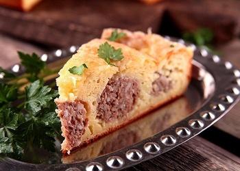 Frikadeļu pīrāgs ar siera garoziņu