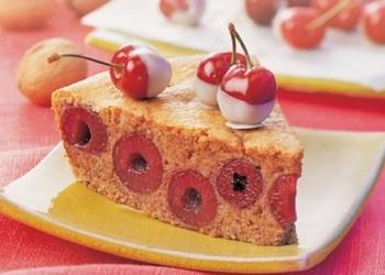 Ķiršu un valriekstu kūka