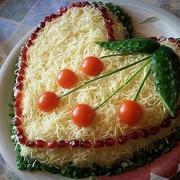 Kūpinātas vistas gaļas salāti ar sieru