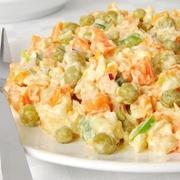 Mazkaloriju salāti ar vistas fileju