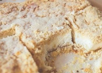 Biezpiena pīrāgs ar smilšu mīklas drupačām laucinieku gaumē
