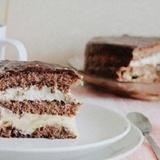 Šokolādes torte ar olu krēmu un putukrējumu