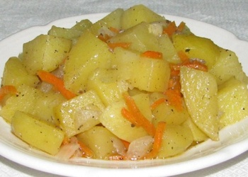 Burkānu un kartupeļu sautējums