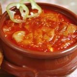 Sīpolu un tomātu sautējums ar papriku