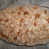 Karbonādes salāti ar baltajiem grauzdiņiem