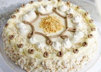 Bezē – riekstu kūka ar piena krēmu