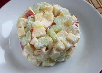 Салат из картофеля с сельдереем