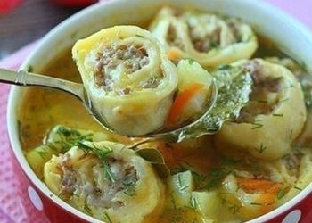 Kartupeļu zupa ar slinkajiem pelmeņiem