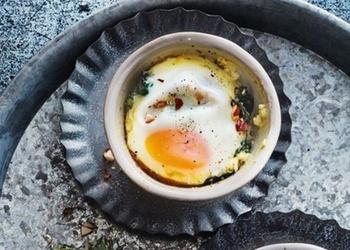 Olas ar spinātiem skābajā krējumā