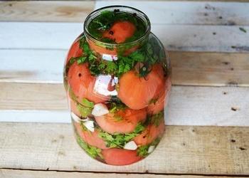 Mazsālīti tomāti gruzīnu gaumē