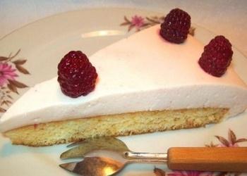 Biskvīta torte ar jogurta krēmu