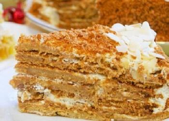 Medus kūka ar skābā krējuma krēmu
