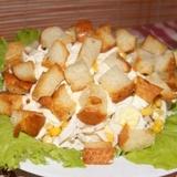 Krabju nūjiņu salāti ar grauzdiņiem