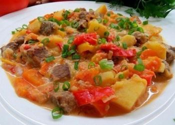 Liellopu gaļas cepetis ar dārzeņiem