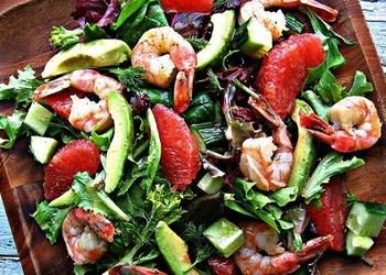 Avokado, garneļu un greipfrūtu salāti