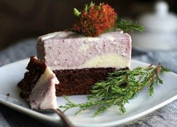 Šokolādes kūka ar melleņu – siera krēmu