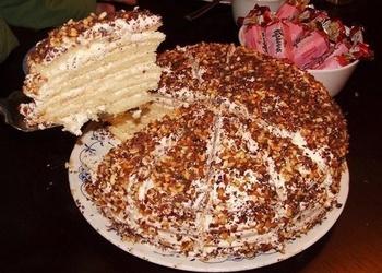 Skābā krējuma mīklas torte ar skābā krējuma krēmu