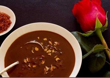 Šokolādes zupa ar klimpām un riekstiem