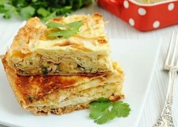 Lavaša pīrāgs ar sieru un zaļumiem
