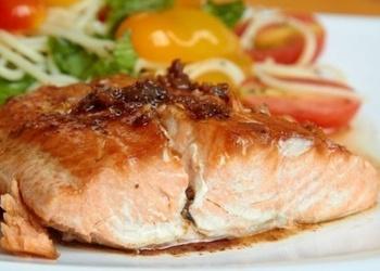 Zivs steiki ar tomātiem
