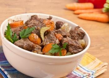 Sautēta liellopu gaļa ar dārzeņiem