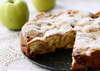 Parastais ābolu pīrāgs