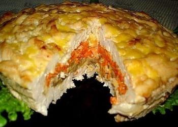 Vistas gaļas pīrāgs ar sieru, sēnēm un dārzeņiem