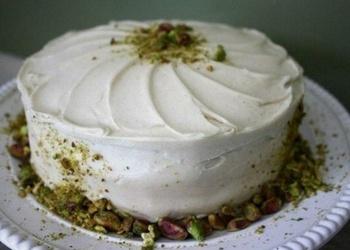 Ananāsu – burkānu torte ar riekstiem