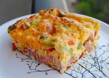 Krāsnī cepta omlete lauku gaumē