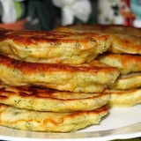 Plāceņi ar sardeļu-siera pildījumu