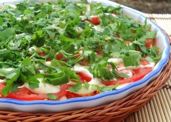 Baklažānu salāti ar burkāniem un tomātiem