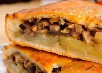 Kārtainās mīklas pīrāgs ar sēnēm un kartupeļiem